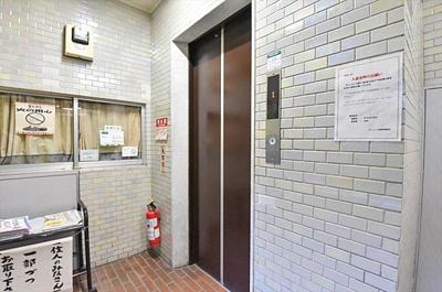 マンション内移動もラクラク可能可能なエレベーター付きです。