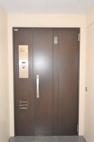重厚感のある玄関です。
