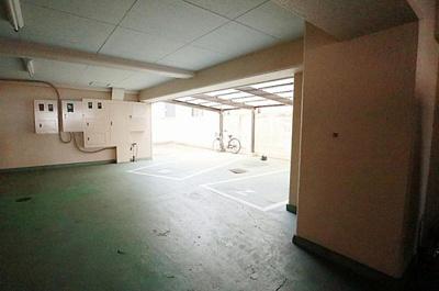軽自動車所有者には嬉しい駐車場付きマンション。