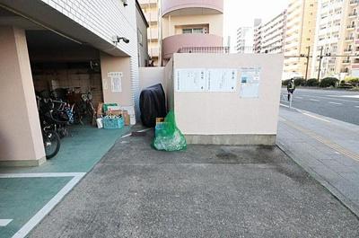 居住者専用のゴミ置き場です。