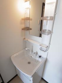 Plumeria の独立洗面台別室参照