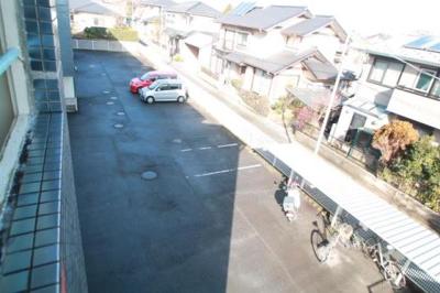 停めやすい駐車場ですね!