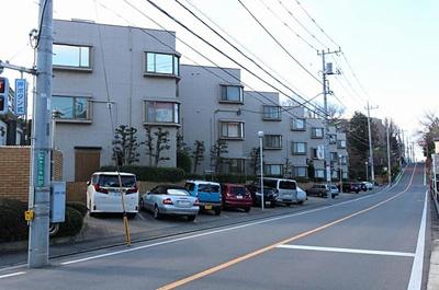 「二子玉川」「用賀」駅より徒歩20分、2駅利用可能な立地。