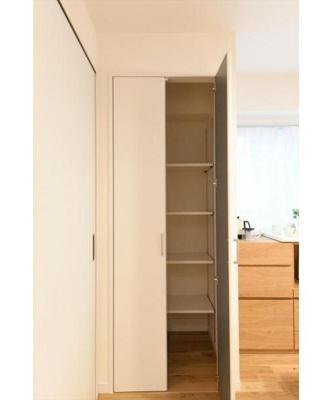 DKに設置された収納は様々な用途にご利用いただけます。