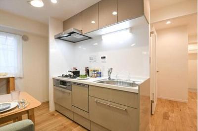 食洗機・浄水器付システムキッチン新規交換済。