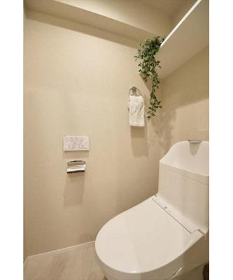 現代の必需品、洗浄便座付トイレ新規交換済。