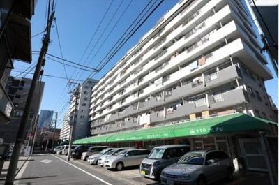 都営大江戸線「月島」駅より徒歩約5分にあります。