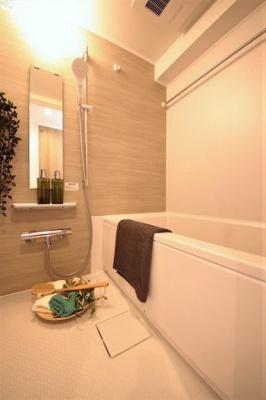 帰宅時間が異なる家族に便利な追い焚き機能付のお風呂です。