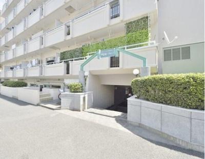総戸数52戸、鉄筋コンクリート造地下1階付6階建です。
