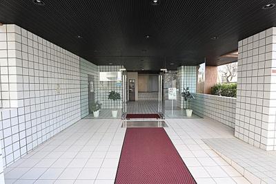 総戸数89戸、鉄筋コンクリート造の地上5階建マンション。