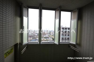開けた状態(同建物12階からの眺望)