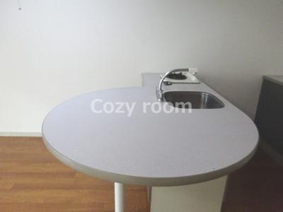 テーブルにもなるカウンターです。