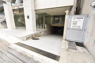 地下駐車場スロープ