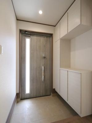 明るい玄関です 吉川新築ナビで検索