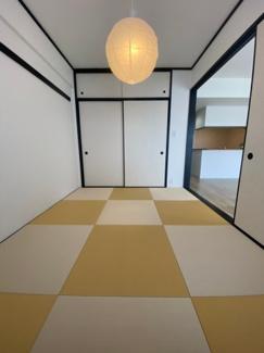 リビングの隣の和室です。6帖あるので来客時の寝室や家族でくつろぐスペースとしても良いです。