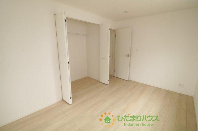 各部屋収納がございますので大きな収納家具を買い足さずに済みそうです♪