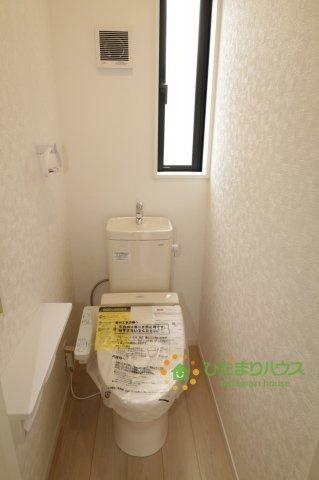 温水洗浄便座付きのトイレを完備しております♪