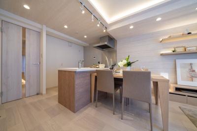 キッチンは浄水器・食洗機付きで家事をサポートします。