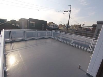 広々とした屋上があります。