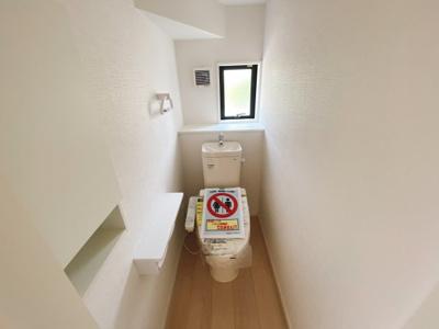 (同仕様写真)1号棟は畳コーナー3帖を合わせ、20帖以上のLDKを確保しています。採光もしっかりあって暖かい空間。家族も集まりやすいですね!