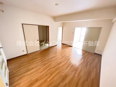 脱衣所です。リフォーム前の状態です。各部屋綺麗にリフォームまたは清掃されます。