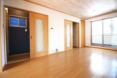 《リビング階段》はご家族の帰宅がすぐに把握できてコミュニケーションも増しますね。