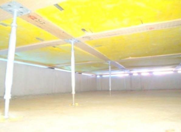 建物の床を支える支持材に、サビやシロアリを寄せ付けない鋼製の床束を採用してます。