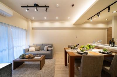 LDKはテーブルやソファーを置いてもゆとりがございます。