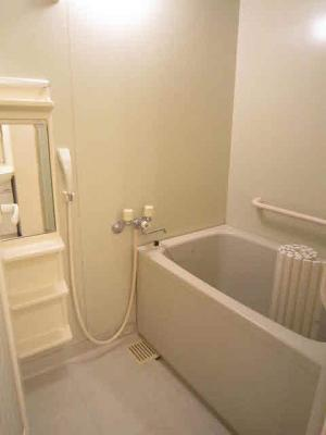 浴室は追い焚き可です。
