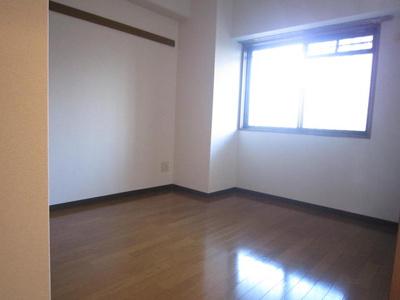 フローリングの洋室です。