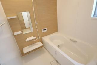 お風呂は広く半身浴もできます。