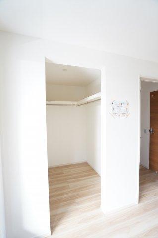 【同仕様施工例】アクセントクロスでおしゃれなお部屋です。