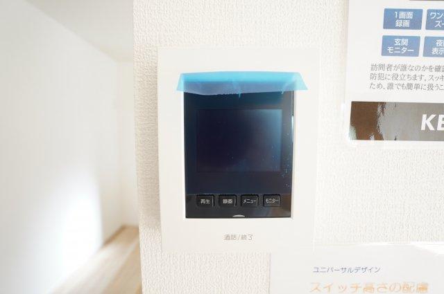 【同仕様施工例】1階ホールクローゼット:玄関近くにあるので普段着る衣類やバッグ類収納できます。