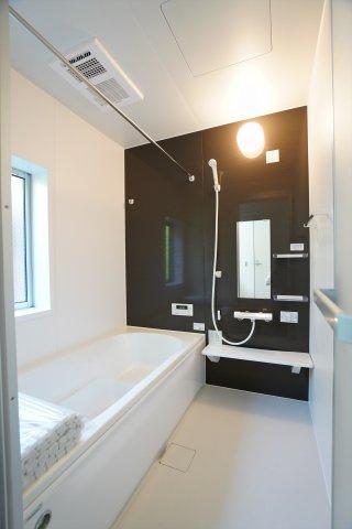 浴室乾燥機付の一坪バスです。