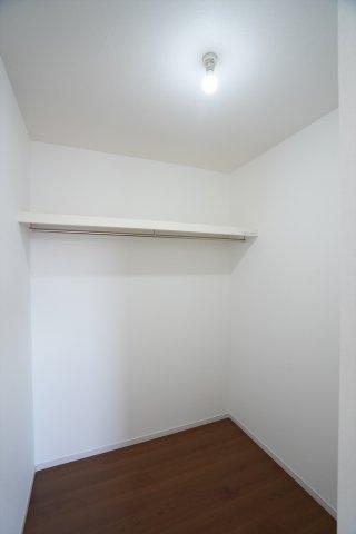 2階6帖 大容量の収納はいくつあっても嬉しいですね。