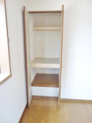 2F 洋室6帖の収納スペース
