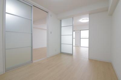 【現地写真】 光が入る洋室は気持ちが良いですね♪