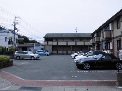 【駐車場】リビングタウン紀三井寺 B棟