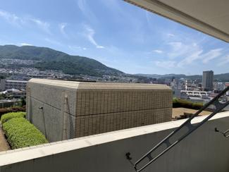 バルコニーからの眺望です♪7階部分で素敵な眺望が望めます!お山も見え、季節を感じられる眺望です!!