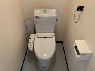 トイレは温水洗浄便座です!!