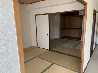 和室6帖と4.5帖の続き間です♪フスマをオープンにしていただくと、10.5帖の大空間になります!お布団を並べてご家族全員で寝れますね(^^)