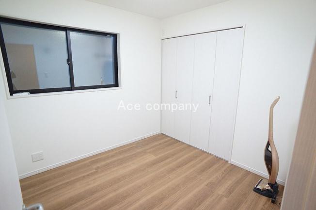 【1階:洋室4.5帖】収納完備です♪