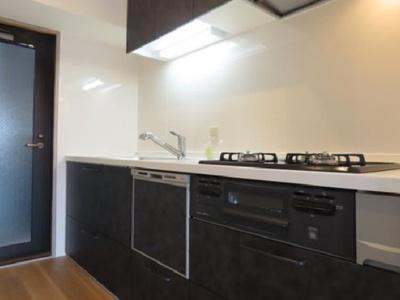 食洗機付きシステムキッチンでお料理をお楽しみください!