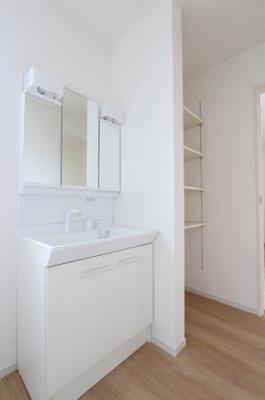 使いやすい独立洗面台です:建物完成しました♪♪毎週末オープンハウス開催♪三郷新築ナビで検索♪