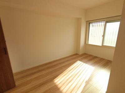 5.8帖の洋室です。
