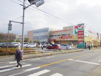 約100m先に充実した買物施設の「東村山プラザ」があります。