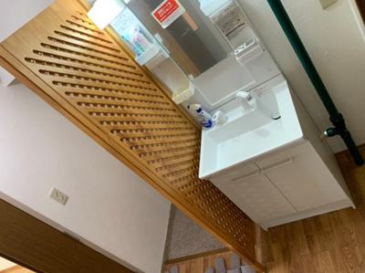 独立洗面台があります。