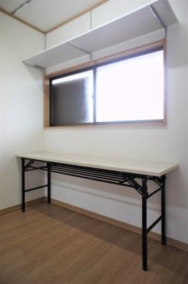 シンクの背面エリアにはちょっとした作業台もあるので、たっぷり作業できますね!