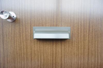 玄関ドアのポスト