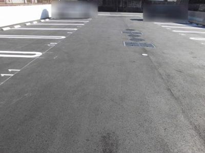 駐車場も広く確保されています。